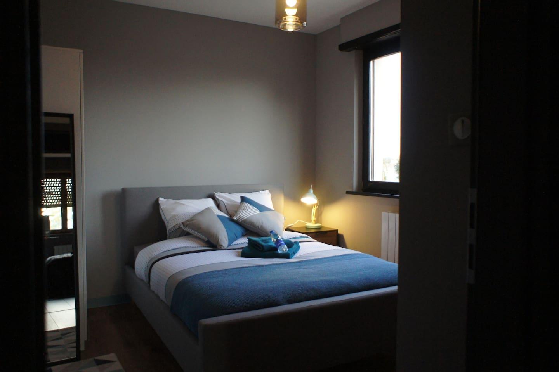 Jolie chambre moderne entièrement rénovée avec vue sur les champs...