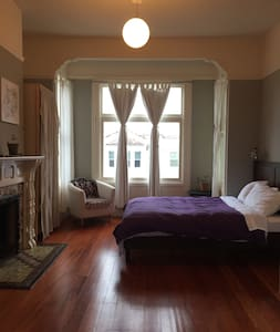 Sunny Room in Mission Victorian - San Francisco - House