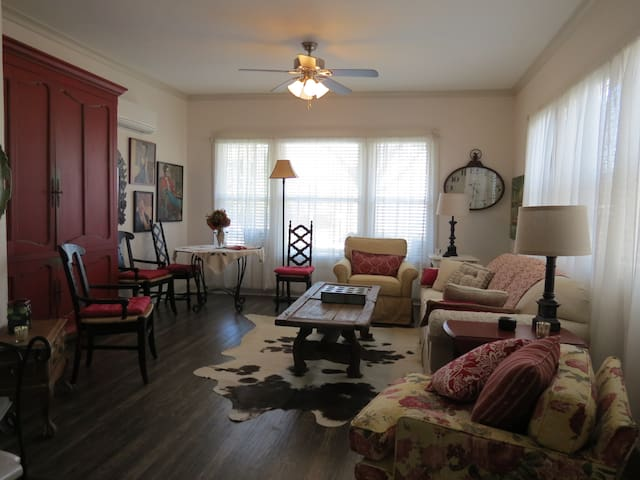charming 1 bedroom in historic home houses for rent in dallas texas