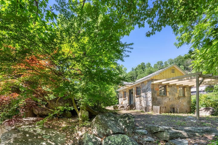 Stone Cottage - Mr Lake Lure Vacation Rentals