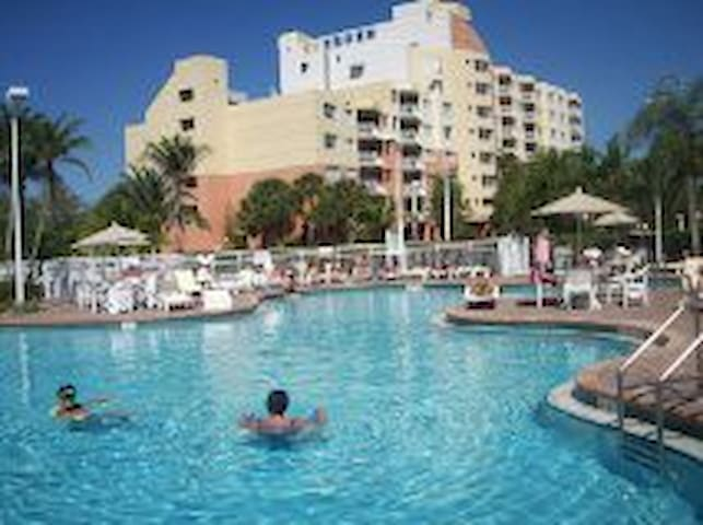 WOW! PRIVATE RESORT UNIT ONLY $99 SLEEP 4, Pool! - Weston - Apto. en complejo residencial