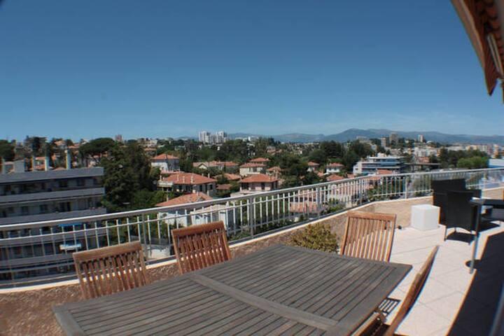 Un canapé au soleil - Antibes - Apartamento