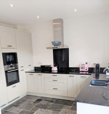 """Dag & Natt"" Central Harrogate, 3 Bedrooms Parking"