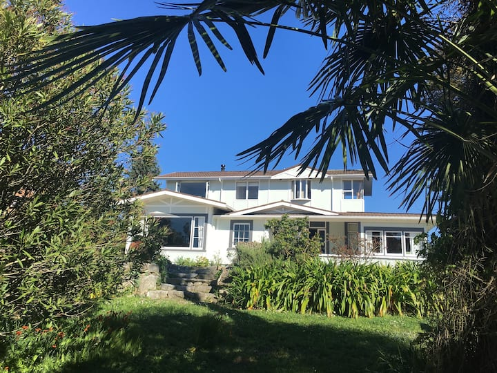 Large sunny home in central Mapua