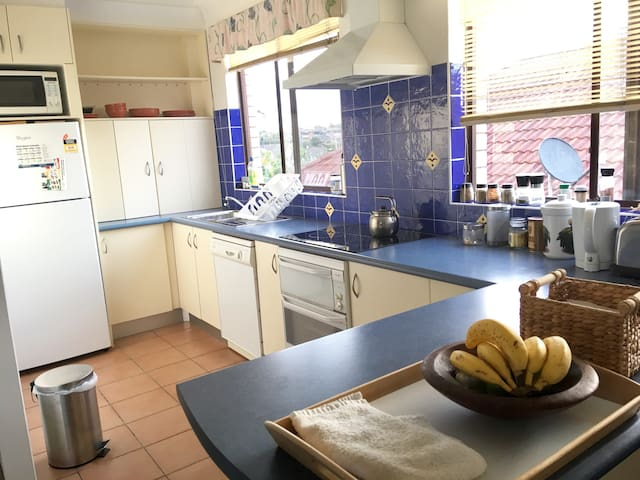 Specious bright bedroom, walk to the beach - Maroubra - Flat