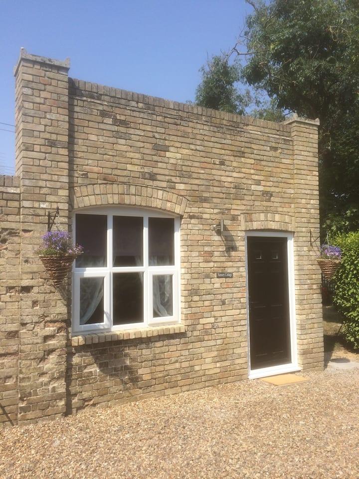 1 Bed cottage Beccles Norfolk broads Pet friendly