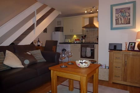Ludlow Cottage with Parking - Ludlow - Ev