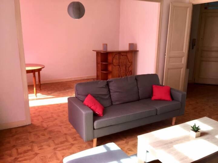 Chambre privée dans appartement en colocation