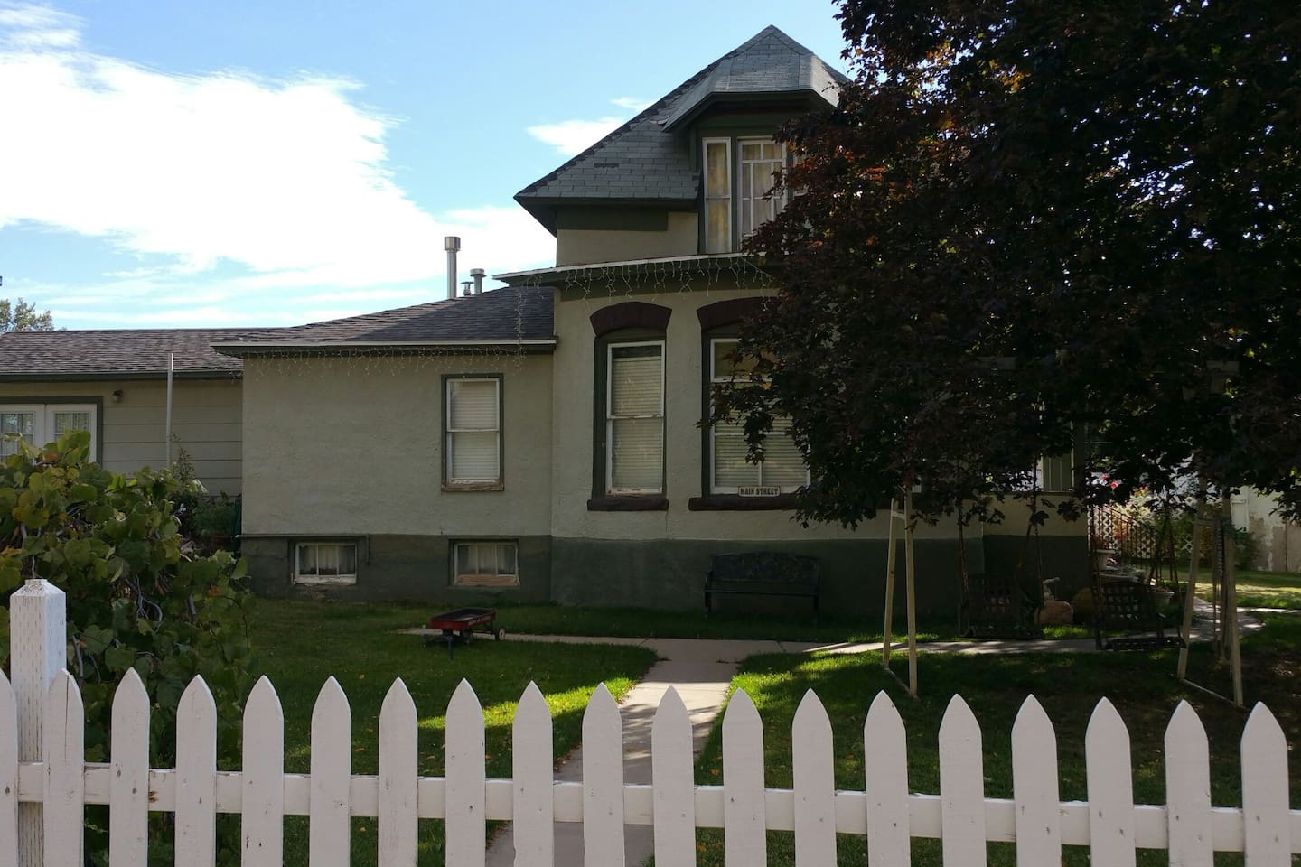 Beautiful Victorian home, with  plenty of charm inside and out. Easy access for parking for loading and unloading. large wide streets surround home with plenty of parking for either cars, boats, or motorhomes.