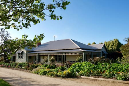 Manderley Park - Farmstay Bed & Breakfast - Buln Buln - Bed & Breakfast