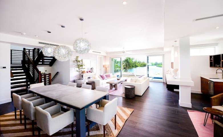 Island style luxury private home  - Cayman Kai