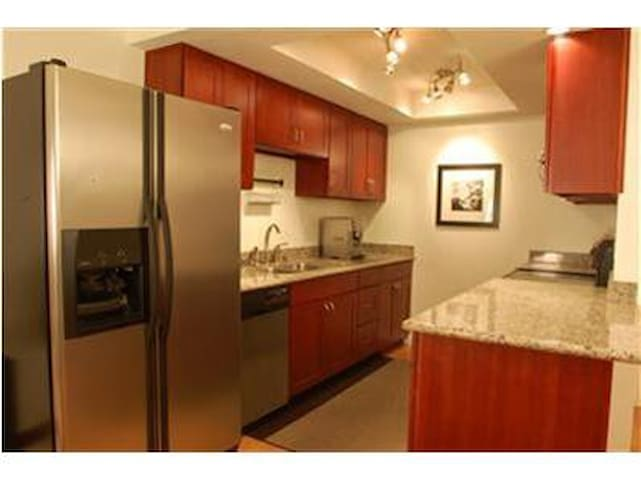 Walk to Microsoft Furnished Bedroom and Bath - Bellevue - Byt