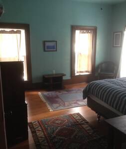Blue Room in Spacious Farmhouse - Richford
