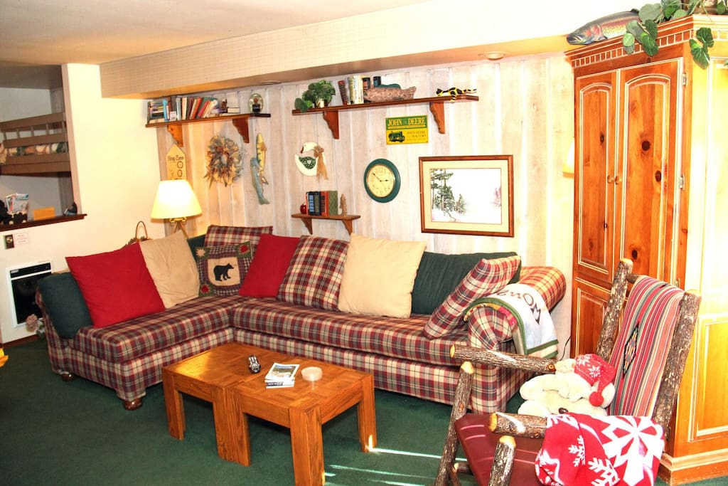 Mammoth Lakes Vacation Rental Sunshine Village 113 - Living Room with 1 Queen Sofa Bed