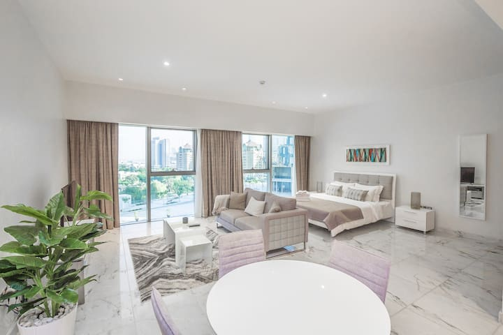 Bright Large Studio in Central Park Tower