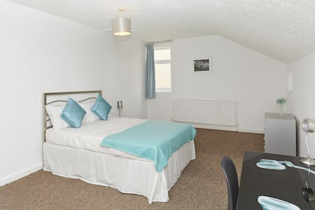 5Executive Business Room-Derby-Home Away From Home