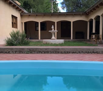 Casona con pileta y jardín en Capilla del Monte - Capilla del Monte