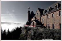Le mont st odile, sur les hauteurs d'Obernai à 30 kilomètre du gite profitez d'un site religieux.