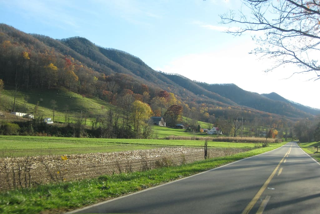 Drive through the valley to Flutterby Ridge