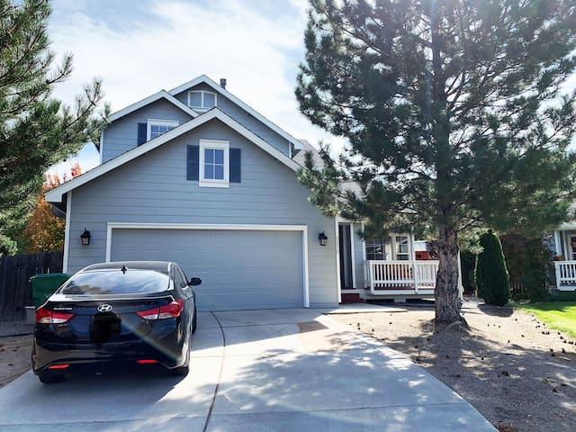 Spacious Family Home Close to Downtown & N Tahoe!