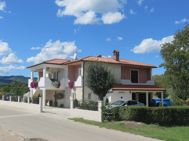 Apt for 4+1 pers with pool in Potpićan R52503