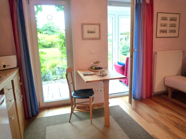 Schönes Zimmer mit Küchenzeile - Überlingen