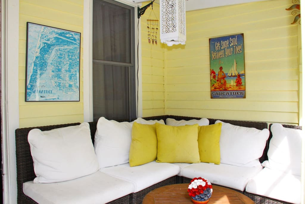 Screen porch with outdoor furniture