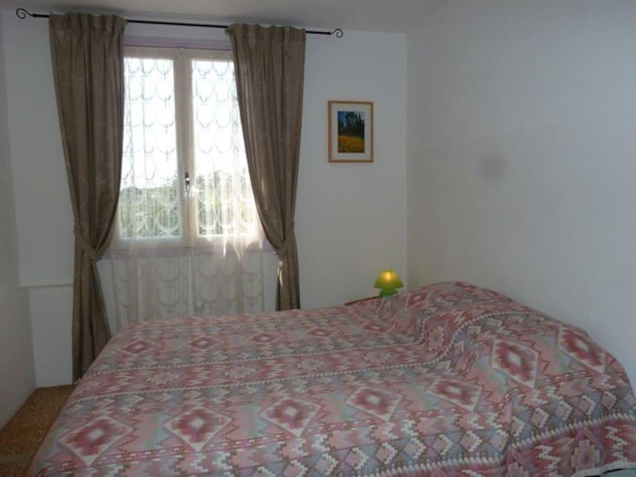 Une chambre + un canapé 2 pers