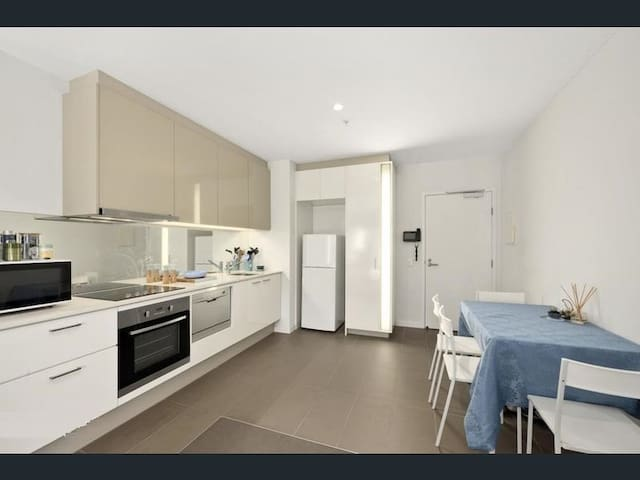 UWS 39-IX Great view 1 bed central Melb with pool!