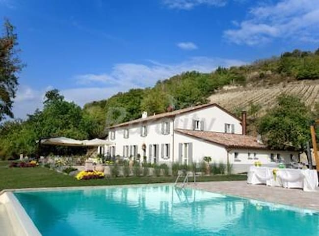 Camera con bagno e aria cond. in villa con piscina - Bertinoro - Bed & Breakfast