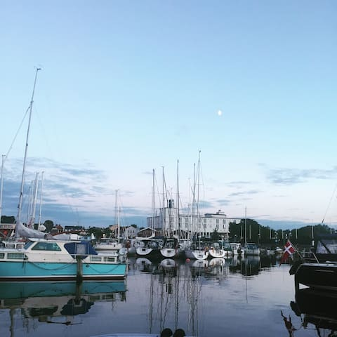 Bylejlighed med vandet i baghaven - Hornbæk - Huoneisto