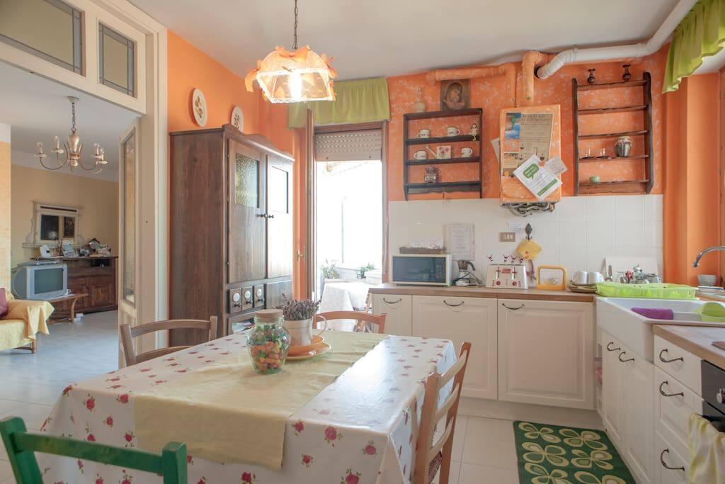 Ampia e luminosa  cucina