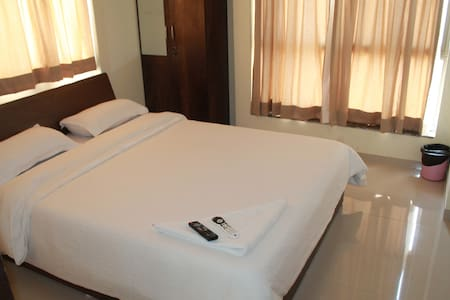 #Sanitized Stay, Deluxe AC Bedroom+Free Wifi, Pune