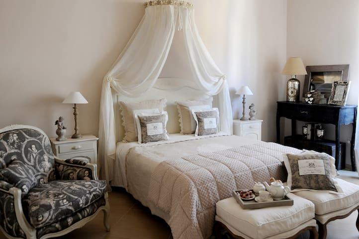 Il Mio Guardaroba Salerno.Airbnb Salerno Vacation Rentals Places To Stay Campania