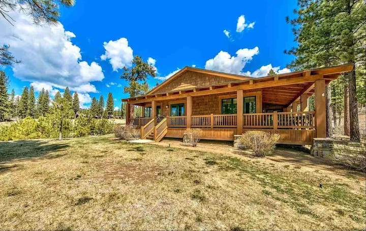 Grizzly Ranch Creekside Cabin
