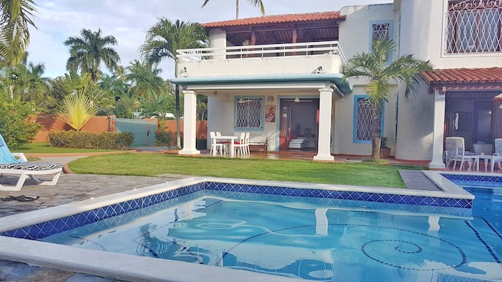 Villa Jeff & Jyps, home with pool, close to beach