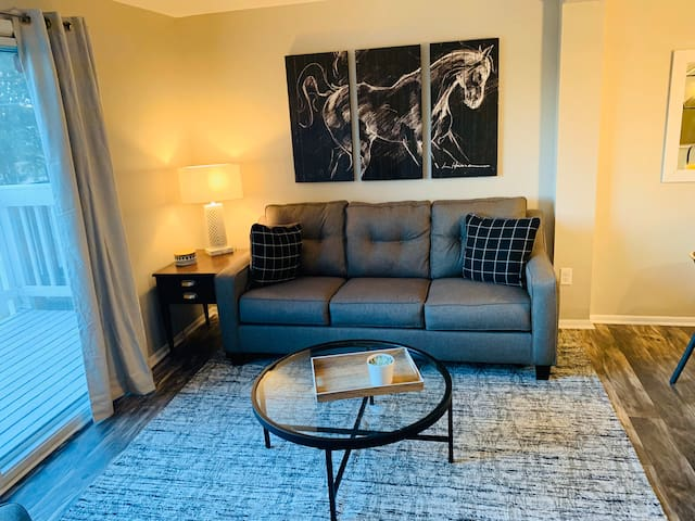 The Bluegrass Townhouse  2 mins from Downtown