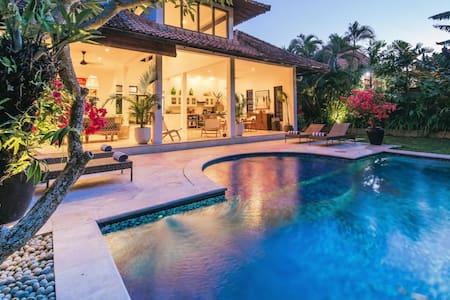Super Sized_ 2 bdrm Private Pool Villa SEMINYAK