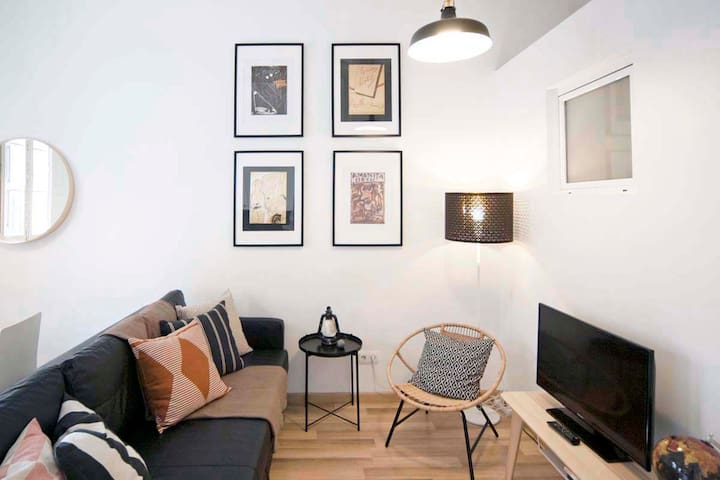 Apartment with Terrace in GRACIA , 2 double bdrs.