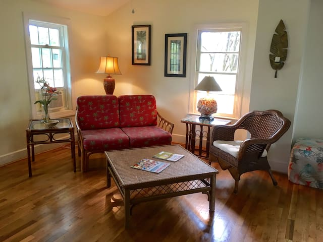 Cozy 1940's Beaufort Apt. Close To Waterfront!
