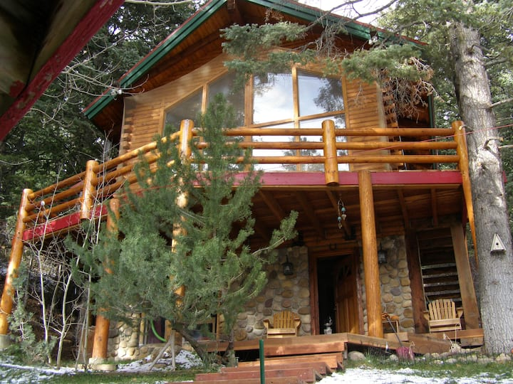 Park City Tree-Secluded Log Cabin