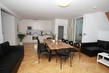 Big central apartment, near station - Wien