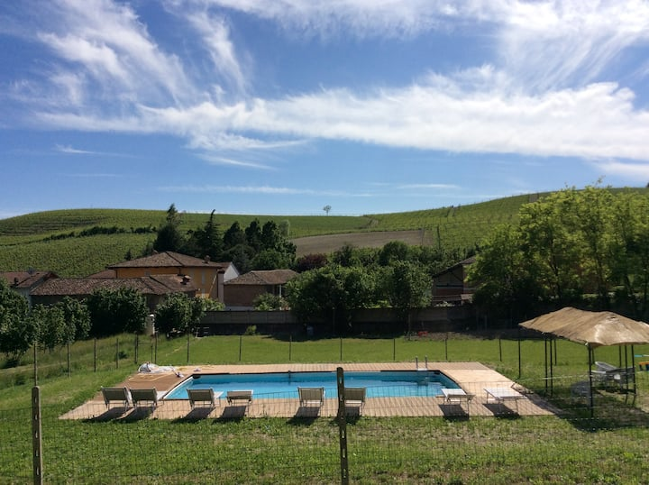Villa La Martina-private pool among the vineyards