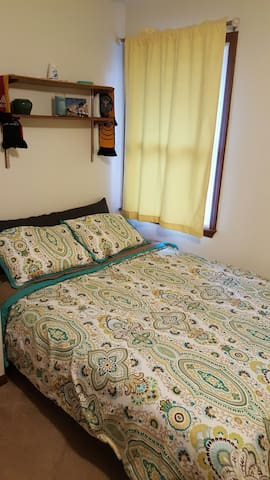 Brand New Queen Bed in Private Room! - Savoy - Casa