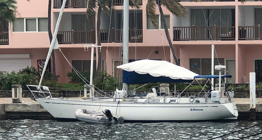 Stay On Your Own Sailing Yacht in Sint Maarten