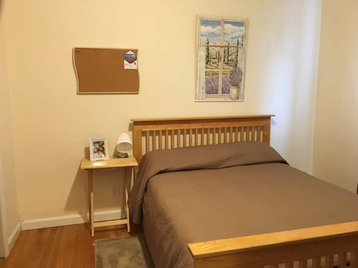 Warm, Full Size Bed in a 2nd floor Unit