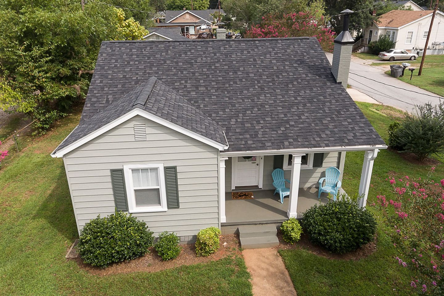 Our cozy, light and airy cottage will help you feel at home in Greenville.