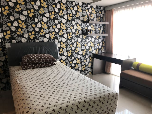 Studio apartment to stay in Surabaya (The Square)