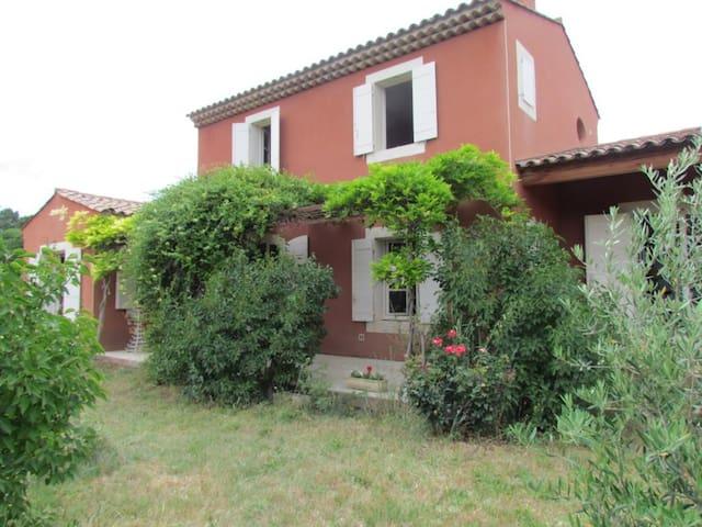 Très belle maison dans Luberon ocrier - Gargas - House