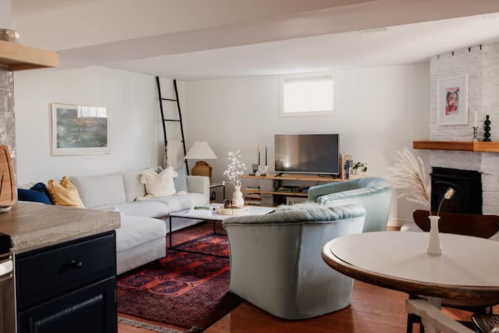 The Dainty Petunia - Cozy Eclectic Style in Picton